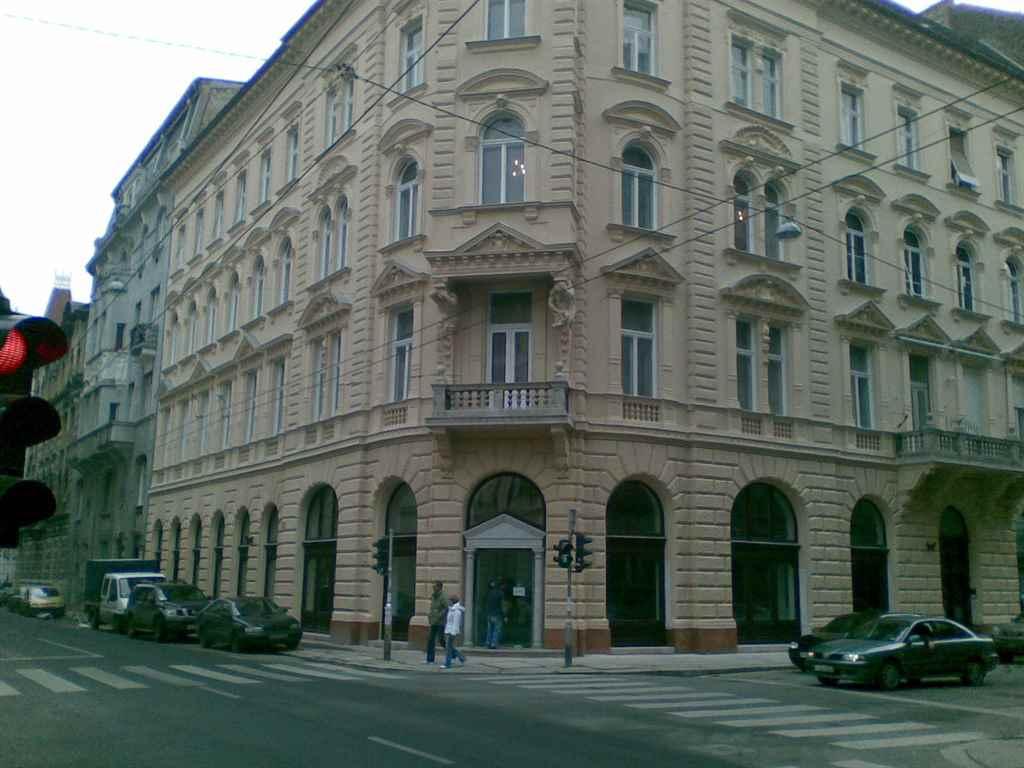 budapest_hold_utca