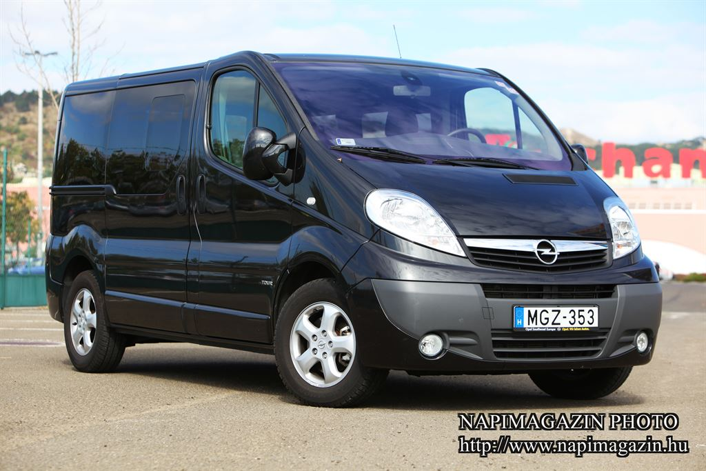 teszt opel vivaro tour 2 0 cdti ecoflex l teleme az. Black Bedroom Furniture Sets. Home Design Ideas